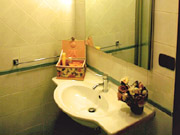 The bathroom of the De' Castellani Apartment