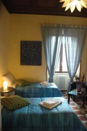 Una camera tripola