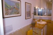 The bathroom of Isotta apartment at Sorrento