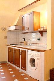 Florenz Stadtzentrum Ferienwohnung: Küche mit Waschmaschine der Ferienwohnung Tafi im Stadtzentrum von Florenz