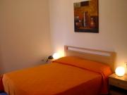 Oranges Doppelzimmer