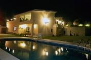 Hotel Aldebaran bei Nacht