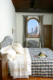 House in Florence Centre: Double bedroom of Lorenzo il Magnifico House with splendid view over Florence