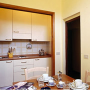 Apartments in Florence: The kitchen with dining table and chairs