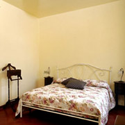 Apartments in Florence: The other side of the double bed