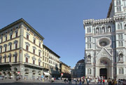 Florence Accommodation: The façade of Palazzo Gamba Accommodation beside the Cathedral of Florence