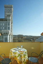Florence Accommodation: Balcony with table and chairs of Palazzo Gamba Accommodation in Florence, with beautyful view at the Cathedral