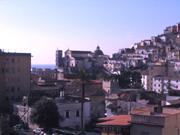 Vista della città e della cattedrale dal terrazzo dell'appartamento di Papavero
