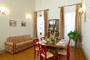 Florenz Toskana Unterkunft: Wohnzimmer mit Bettsofa der Unterkunft Ghiberti in Florenz
