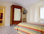 Sorrento Lodging: Wardrobe and TV in the bedroom of Armida Lodging in Sorrento