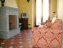 Appartamento a Firenze: Salotto con camino e divano letto dell'Appartamento Donato a Firenze