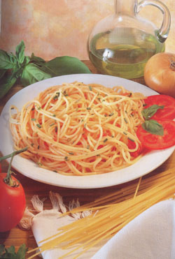 SPAGHETTI WITH TOMATO SAUCE - Speciality of Naples
